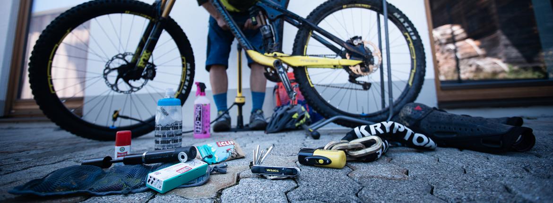 Radsportausrüstung Pumpen Werkzeuge Schlösser Bikepflege